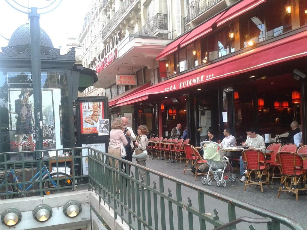 Kafejki w Paryżu na Montparnassie.