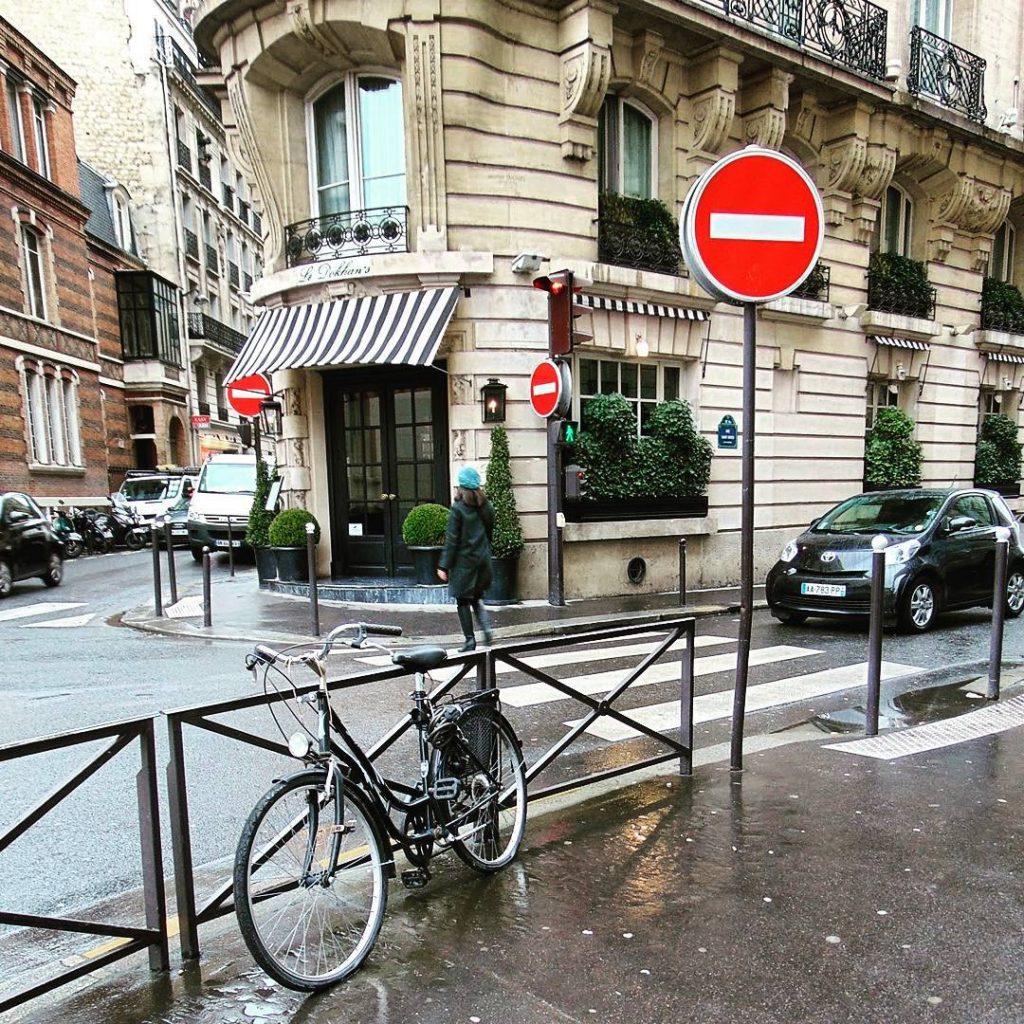 Scenka z paryskiej ulicy seemyparis parisphoto parisienne parisjetaime parismaville parismonamourhellip